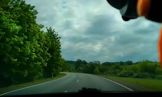 Az idióta autóst nem érdekelte a kanyar, előzni kezdett Maglódnál a 31-esen (Videó)