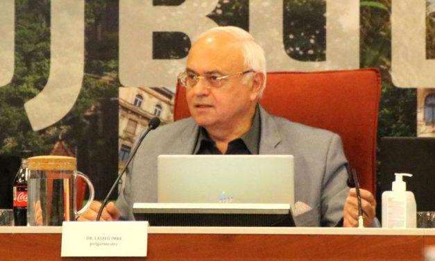 László Imre orvosként kérte és meg is kapta a koronavírus elleni vakcinát – a polgármester nem érzi magát felelősnek