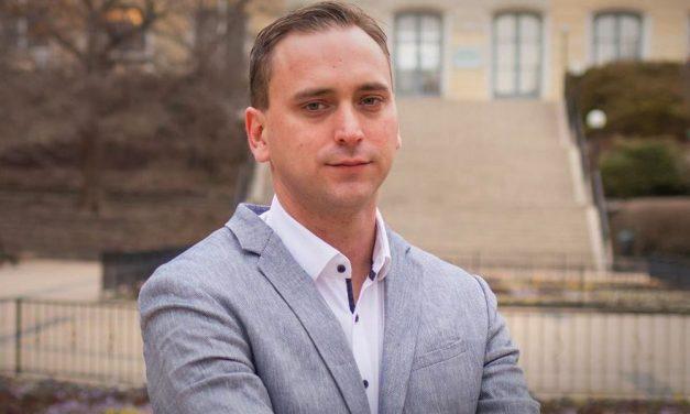 Poloskát talált a rózsadombi polgármester, botrány lesz belőle