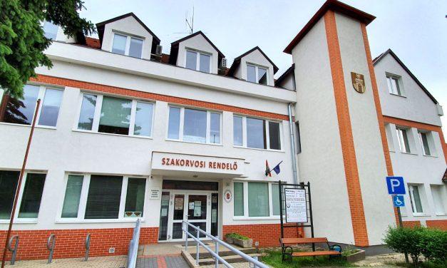 Botrány Pilisvörösváron! Felmondtak az orvosok, mert a vészhelyzet alatt nem kaptak fizetést
