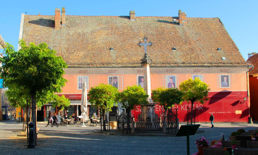 Milliárdokat kapott Szentendre az ikonikus épületére, de a koronavírusra hivatkozva elakadt a pénz
