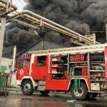 Ég egy épület Budapesten, a tűz oltása miatt dugó van a környéken