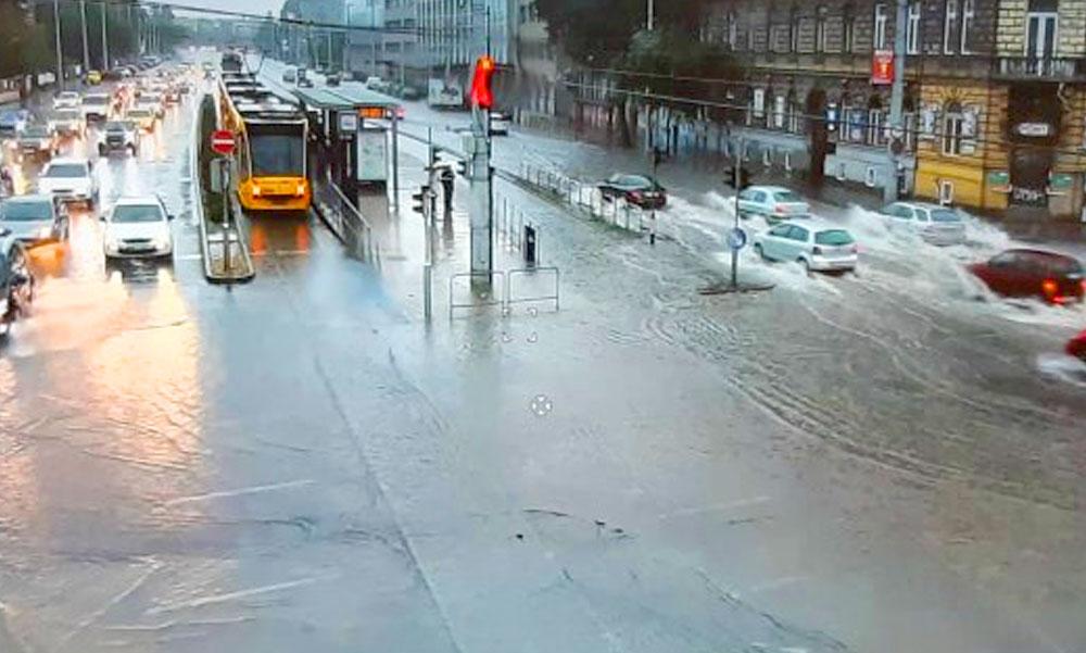 Lecsapott az eső Budapestre és környékére, több BKK járat módosított útvonalon közlekedik