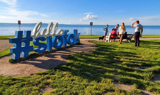 Árrobbanás közeleg a Balatonnál, méregdrága lesz idén minden, de Budapestet sem kímélik majd a magyar turisták