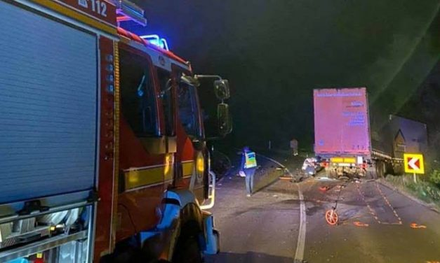 Kamionnal ütközött egy autós, meghalt a 19 éves sofőr