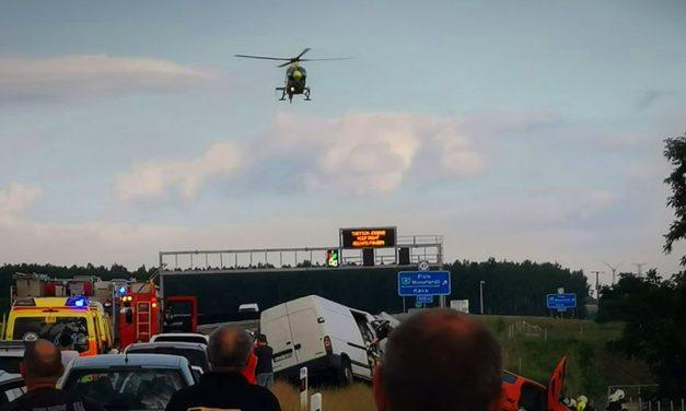 Súlyos baleset az M4-esen, lezárták az autóutat