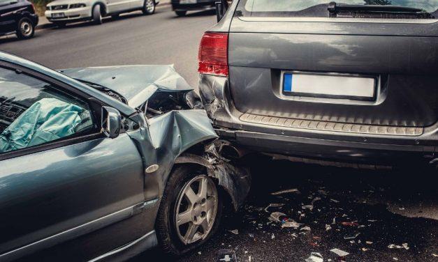 Durva baleset Dabas közelében: két autó frontálisan ütközött
