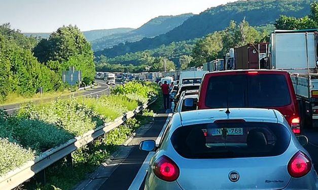 Torlódások nehezítik a közlekedést Budapesten és környékén