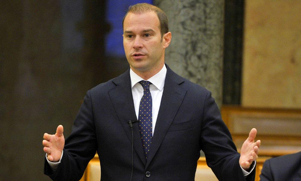 Koronavírusos lett Hollik István a Fidesz kommunikációs igazgatója, miatta került karanténba több kormánytag