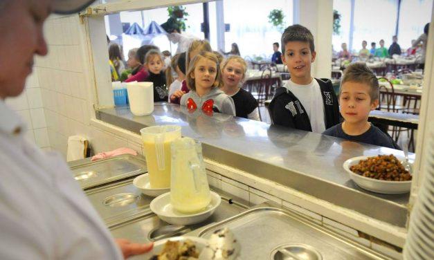 Áll a bál Józsefvárosban: Nincs aki főzzön a bölcsődéknek, óvodáknak, iskoláknak, időseknek