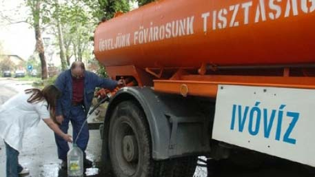 Nincs víz Budapest egy részén: lajtoskocsikkal segítik a lakókat