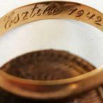Egy jegygyűrű alapján keresik a hősi halált halt katona özvegyét, Esztikét