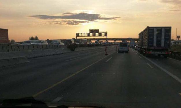 Baleset az M3-as autópályán: óriási a torlódás, három mentő a helyszínen