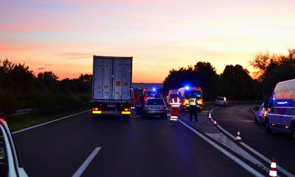 """""""Amikor megálltam, a keresztben álló autó tulaja átölelt és hálálkodott"""" 11 ember életét mentette meg a kamionsofőr az M7-esen"""