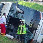 Tragikus buszbaleset az M5-ösön, 1 halott, 34 sérült, leállították a forgalmat