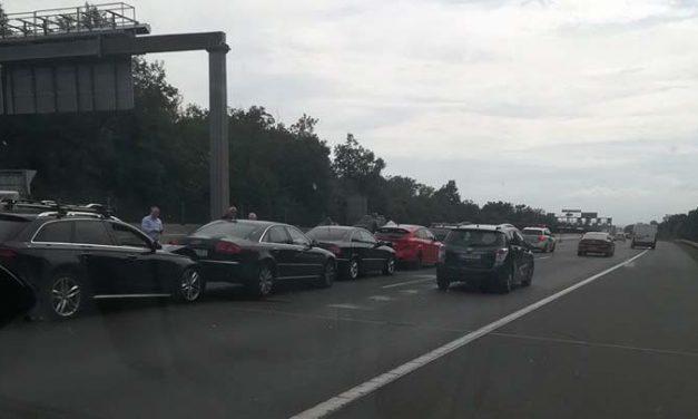 Hat autó és egy motoros ütközött az M7-esen: akkora a dugó, hogy szinte lehetetlen kijutni Budapestről