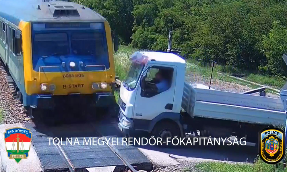 Átrongyolt a budapesti gyors a teherautón, ezt kéri a rendőrség az eset kapcsán