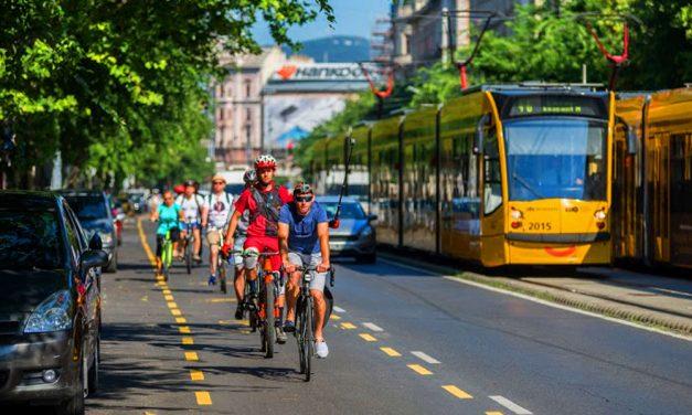 Itt a bejelentés: megszűnnek a bicikli- és a parkolósávok a Nagykörút egyes részein