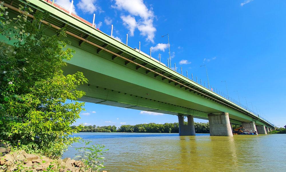 Vége a dugóknak! Az M0-ás felújított, majd lezárt hárosi hídját iskolakezdésre megnyitják