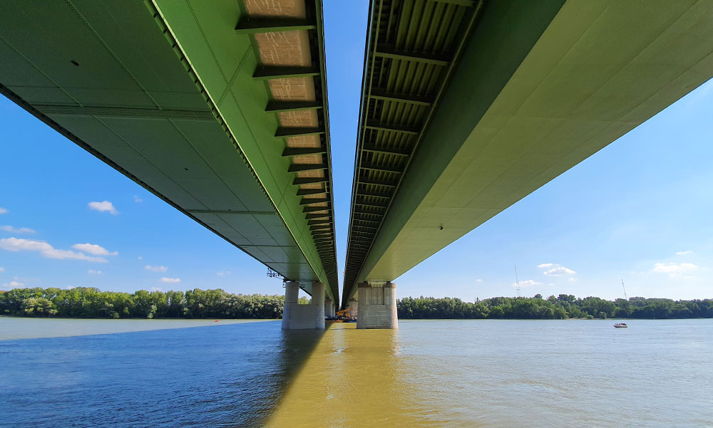 Egy év csúszással ismét járható az M0-ás hárosi hídja, Fürjes Balázs lelkendezik, szerinte minden a tervek szerint alakult