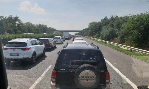 Négy autó ütközött az M7-esen: az autósok órák óta vesztegelnek az auótpályán