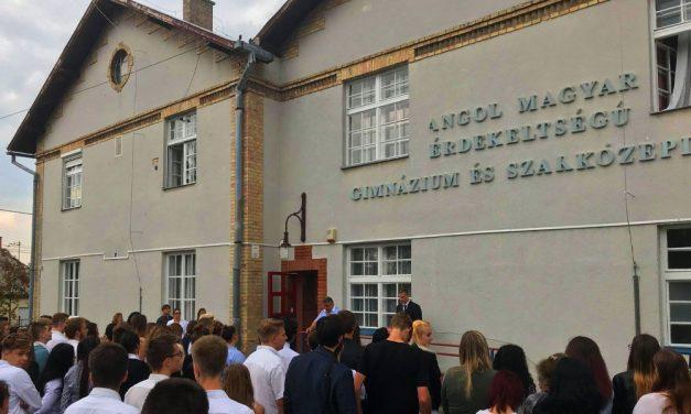 Hirtelen megszűnt egy gödöllői gimnázium, a szülők kiakadtak