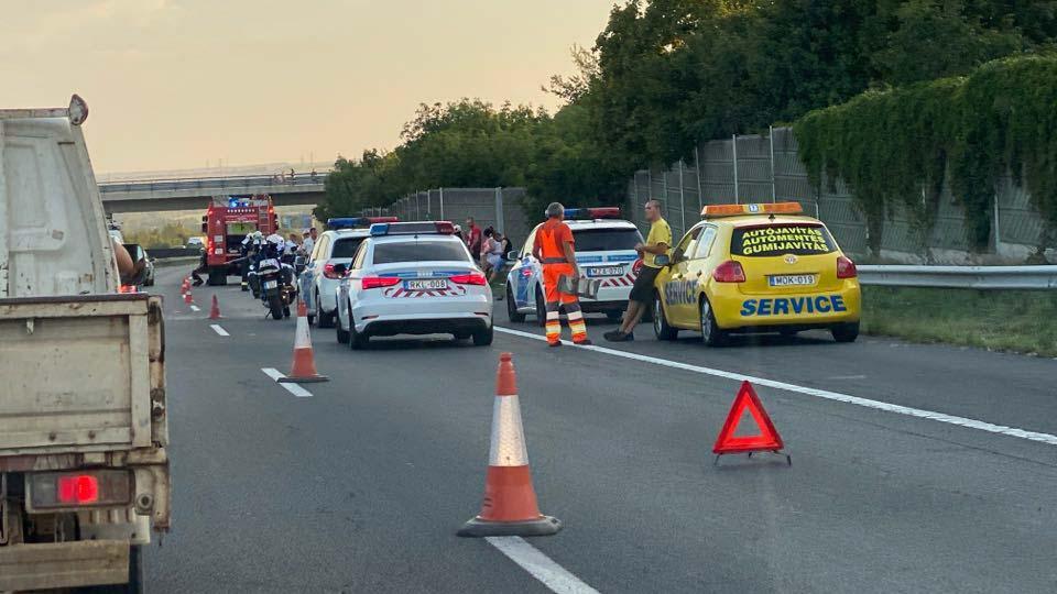 Két autó ütközött az M3-ason Aszódnál, több kilométeres a torlódás a főváros felé
