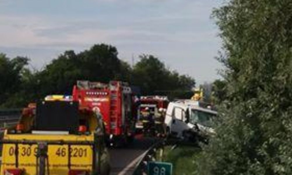 Az M7-esen történt súlyos baleset része volt a honvédelmi miniszter