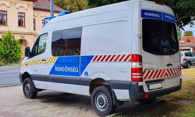 Mellkason szúrtak egy alvó férfit Budapesten, az utolsó pillanatban mentették meg az életét