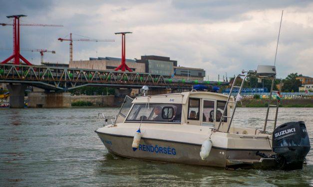 A Dunába esett egy férfi a Petőfi hídról a pesti oldal közelében