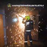Robbanásveszély Csepelen, nagy erőkkel vonultak ki a tűzoltók megfékezni a katasztrófát