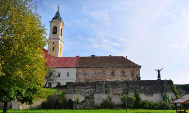 Kétmilliárd forintból megújult a meseszép váci ferences kolostor