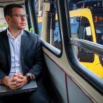 Vitézy Dávid: Megengedhetetlen, hogy a 15 milliárdba került új villamosok a kocsiszínben porosodnak