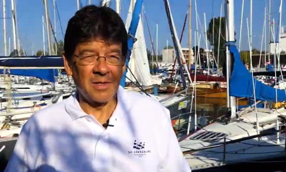 Ünnepel Budaörs polgármestere, Wittinghoff Tamás is nyert a balatononi Kékszalag vitorlásversenyen