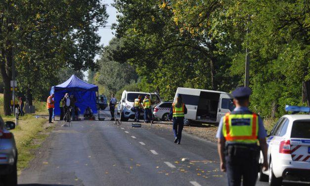 """""""Éppen a megállóban várakoztunk a testvéremmel, akit félrerántottam"""" – megszólalt a reggeli buszbaleset egyik szemtanúja, a tragédiában egy kisfiú is meghalt"""