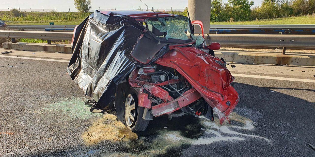 Halálos baleset az M7-esen: munkagépnek csapódott egy autó