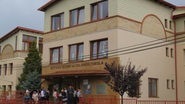 2 nap alatt 3 iskolában vezettek be távoktatást az agglomerációban