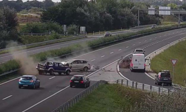 Ilyet még nem láttál: menetiránnyal szembe fordult az M3-as autópályára egy pick-up, óriási baleset lett belőle