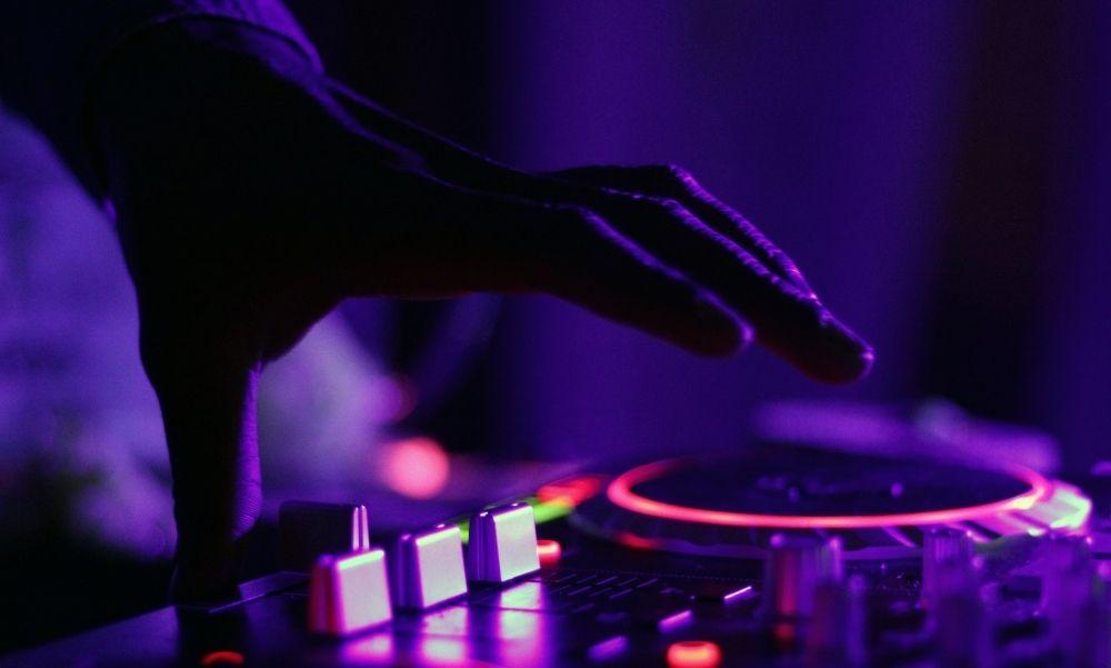 Így segítené a bajba jutott zenészeket a terézvárosi önkormányzat