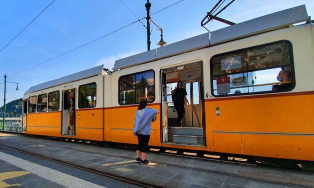 Újra maszkot osztanak a Budapesten közlekedőknek