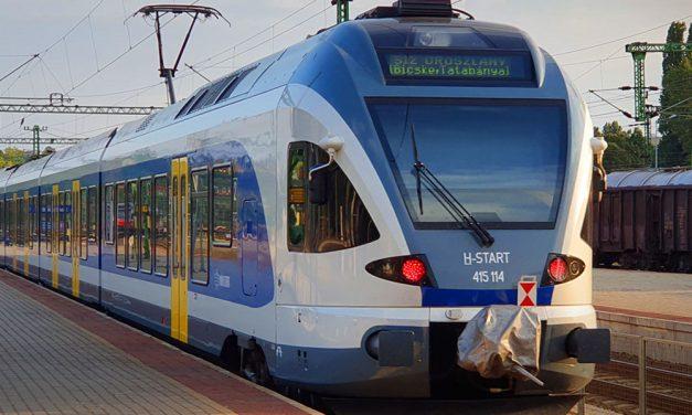 Újabb fontos vasútfejlesztés indul az agglomerációban, csökkenhetnek a dugók az M1-M7-es autópálya közös szakaszán