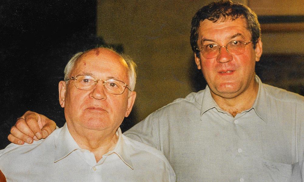 Gorbacsov a Dunakorzón a magyarországi atomrakétákról beszélgetett egy szelet krémes mellett a magyar barátjával Zolcer Jánossal