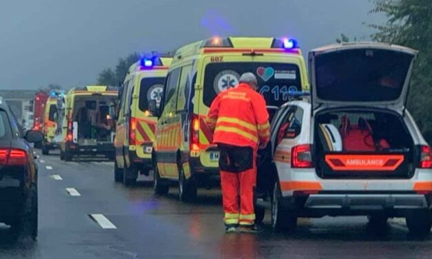 """""""November 9-én lenne Dóri születésnapja, de nem tudjuk, megéri-e egyáltalán"""" – élet-halál között lebeg az a 21 éves lány, aki súlyosan megsérült az M4-esen"""
