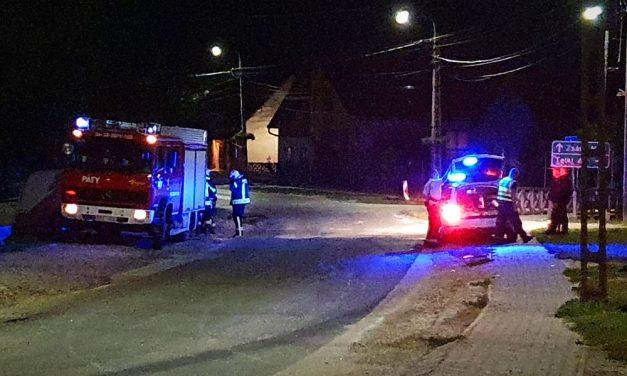 Elmenekült a sofőr, aki az autójával belecsapódott egy gyerekekkel teli Audiba Pátyon, a helyi trafikban fogták el