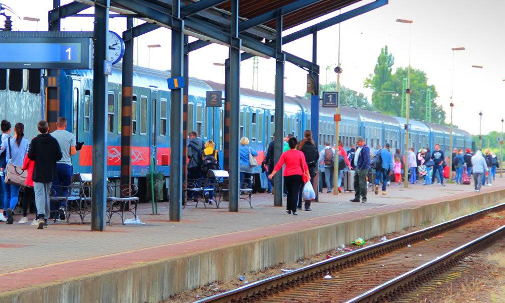 Vonat elé akart ugrani egy zavarodott férfi a gödi vasútállomáson