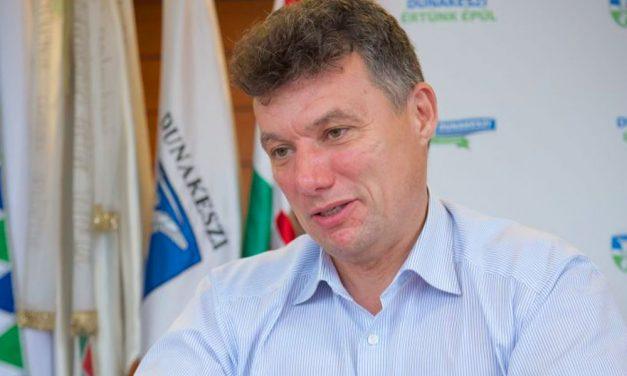 Elkapta a koronavírust Dunakeszi polgármestere, egymás után fertőződnek meg a politikusok