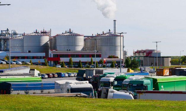A mérgező gáztól öklendeztek a munkások, 28 embert vittek kórházba, 4 mentőhelikopter érkezett a helyszínre