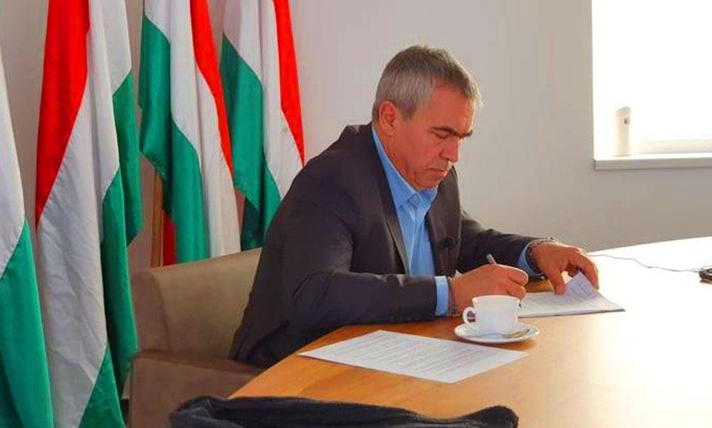 Furcsa helyzetbe került Törökbálint polgármestere: dühös, mert olyasmit kell csinálnia, amihez egyáltalán nincs kedve