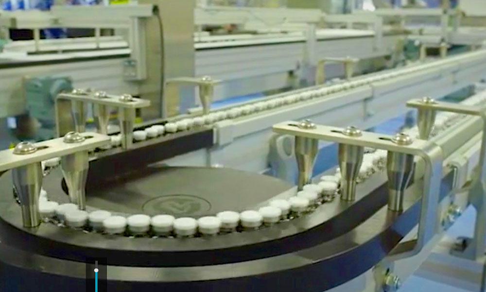 Gyártósoron van a koronavírus-vakcina, egy Szegedről kirúgott kutatónak köszönheti a világ a segítséget