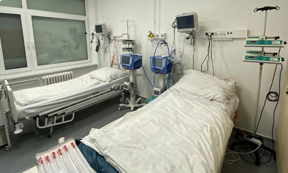 Koronavírus: több, mint 100-an haltak meg, 6300 felett van a kórházban kezeltek száma
